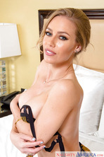 Blonde Bombshell Nicole Aniston 05