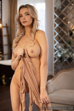 Hot Beauty Piper In The Bathroom 04
