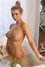 Hot Beauty Piper In The Bathroom 10