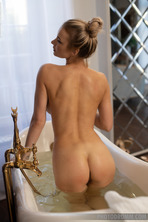 Hot Beauty Piper In The Bathroom 11