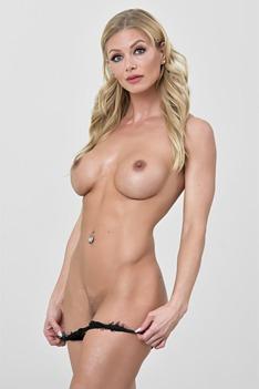 Serene Sirene With Perfect Body